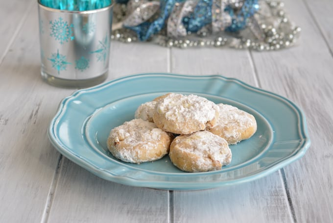 This simple crescent cookie recipe is lower in sugar than most cookies. Perfect for this holiday season.